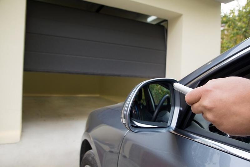 Best Garage Door Lubricant - Buyer's Guide